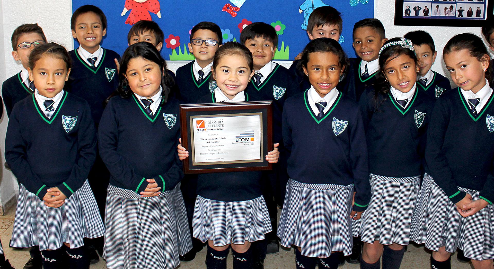 Niños de primaria con certificación